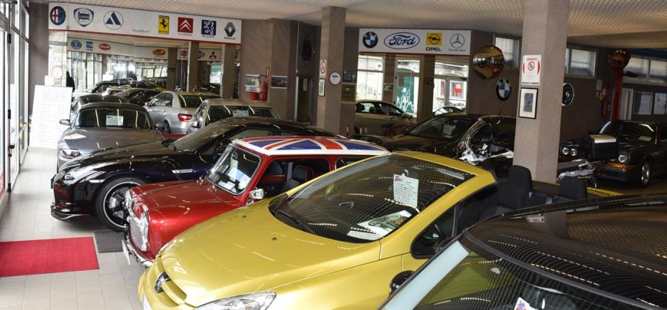 Rivolgiti ad autogiolli per la vendita auto usate for Vendita camerette usate milano